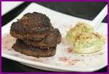 З00 калорий: котлеты из фасоли и сладкого перца с пюре из авокадо