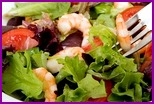 Салат с креветками, овощами и пармезаном